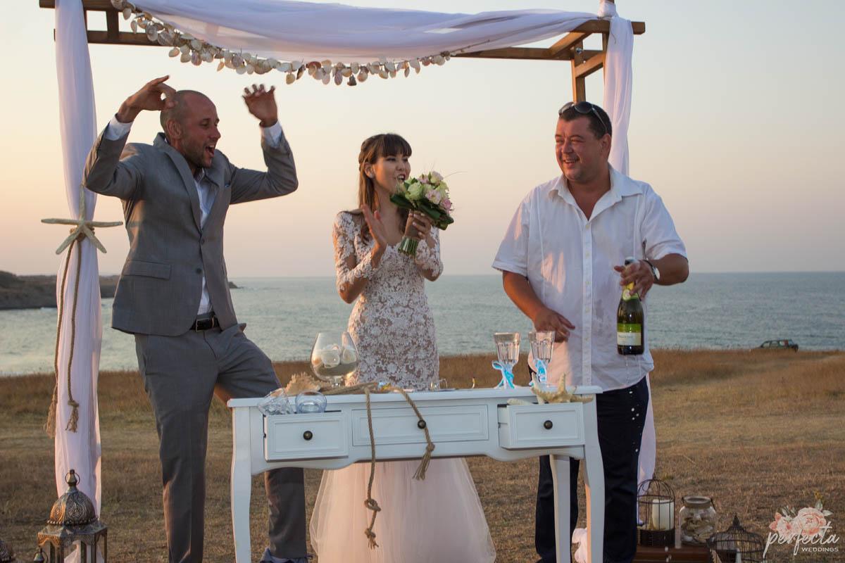 """морската сватба на Радина и Венцислав в Синеморец край брега на Велека. морска сватба, сватба на морето, сватба край брега, сватба синеморец, изнесен ритуал, украса сватба, сватба на плажа. Сватбена агенция """"Перфекта"""" Бургас - От А до Я за вашата сватба, Декорация, Изнесен сватбен ритуал с наш водещ, Координация в сватбения ви ден"""
