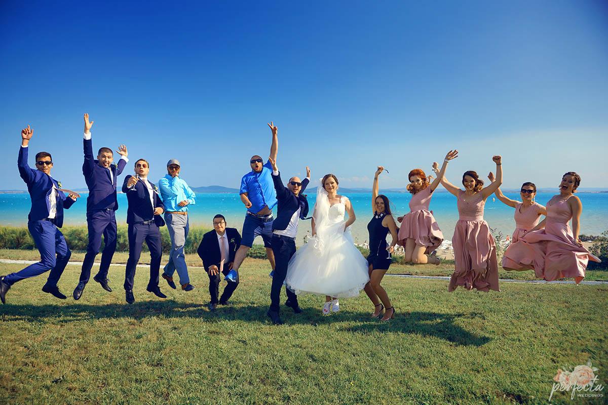 """морската сватба в Сарафово, Бургас на Неделина и Борислав. морска сватба, сватба на морето, сватба край брега, сватба бургас, сватба сарафово, изнесен ритуал, водещ на сватба, украса сватба. Сватбена агенция """"Перфекта"""" Бургас - От А до Я за вашата сватба, Декорация, Изнесен сватбен ритуал с наш водещ, Координация в сватбения ви ден"""