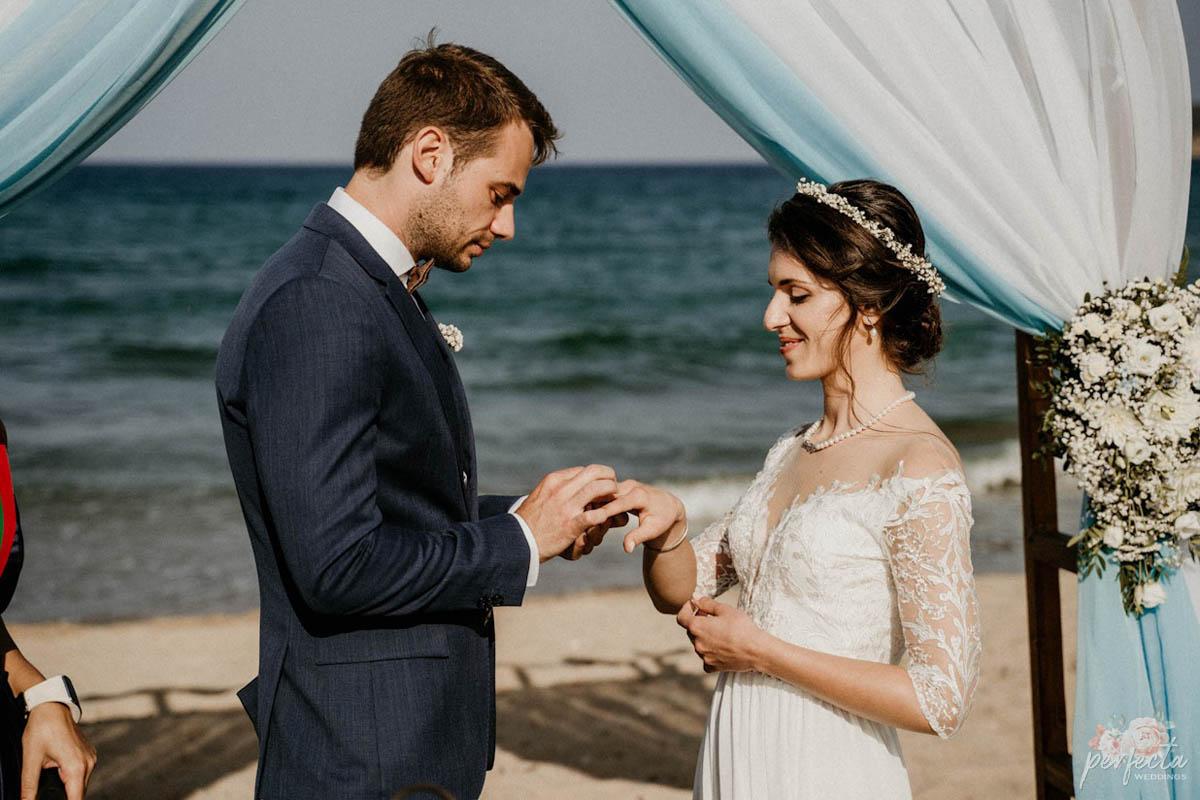 """Морска сватба на Антония и Петър. морска сватба, сватба на морето, сватба край брега, сватба созопол, сватба свети тома, изнесен ритуал на морето, ритуал на плажа, водещ на сватба, украса сватба. От А до Я за вашата сватба, Декорация, Координация в сватбения ви ден. Сватбена агенция """"Перфекта"""" Бургас"""